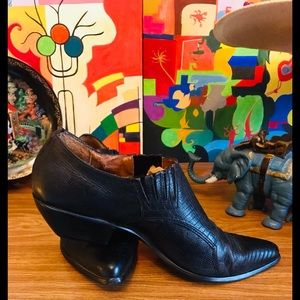 VNTG 90s Nine West Reptile Witchy Booties 9.5 WOW